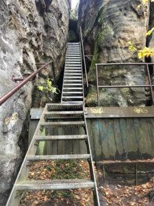 elbsandsteingebirge - aufstieg zum pfaffenstein mit leiter