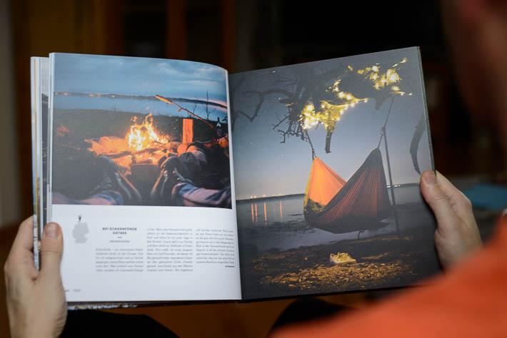 German Roamers - Deutschlands neue Abenteurer - Buchseite mit Foto einer Hängematte