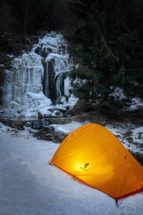 Königshütter Wasserfall gefroren im Winter im Harz