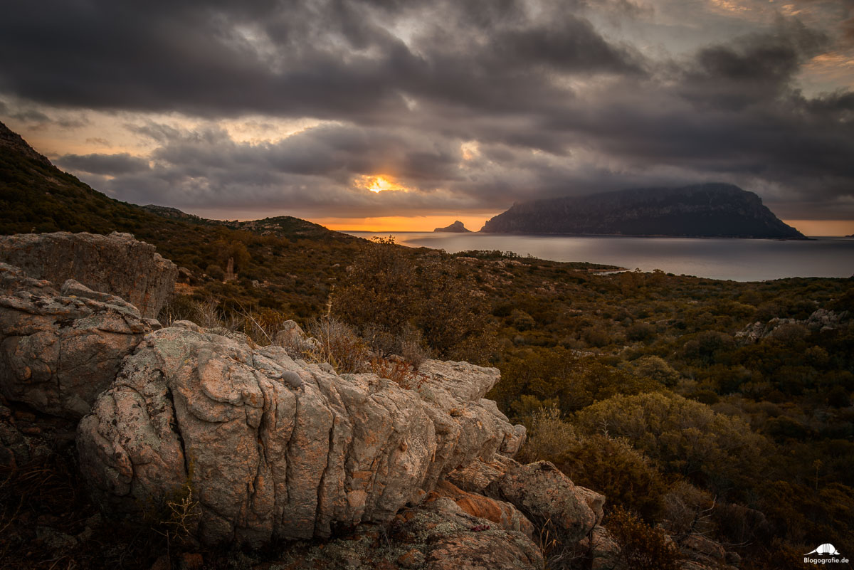 Sonnenaufgang Sardinien - Porto Istana - Berge