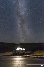 Der Suzuki Jimny und die Milchstraße in Island.