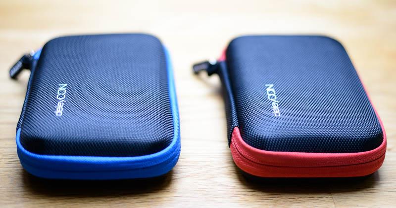 DeleyCON Festplattenhüllen in blau und rot
