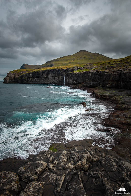 Der Wasserfall in Eidi auf den Färöer-Inseln
