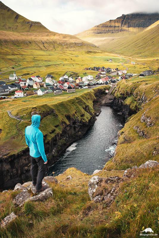 Die Felsspalte in Gjogv auf den Färöer-Inseln