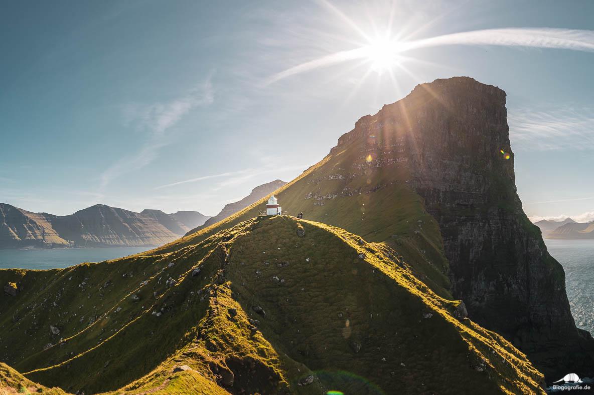 Der Leuchtturm auf Kalsoy auf den Färöer-Inseln