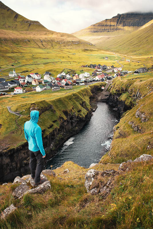 Der Fjord / die Felspalte in Gjogv