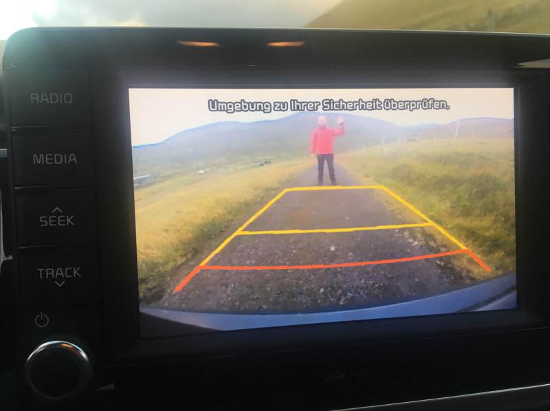 Foto aus der Rückfahrkamera im Auto