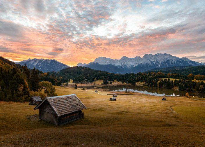 Sonnenaufgang am Geroldsee in der Gemeinde Krün im oberbayrischen Landkreis Garmisch-Partenkirchen