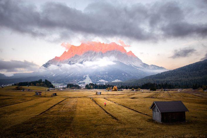 Alpenglühen an der Zugspitze in Lermoos in Tirol