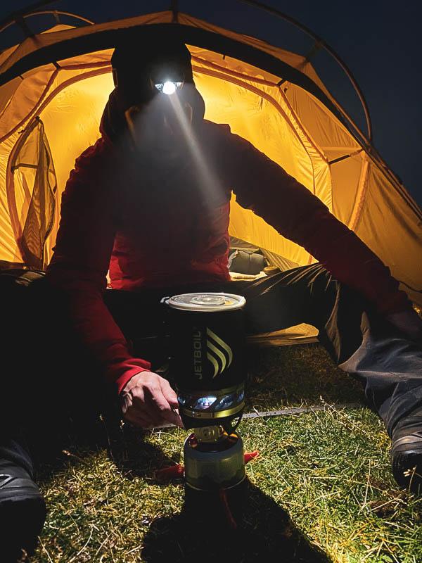 Gaskocher am Zelt