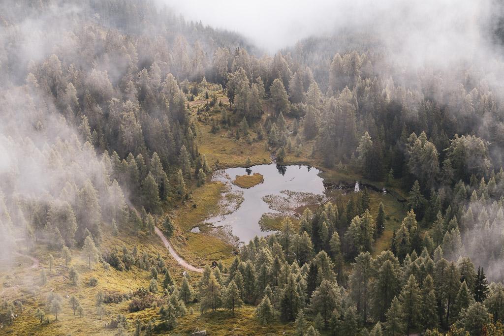 Ein See in den Wolken auf der Reiteralm