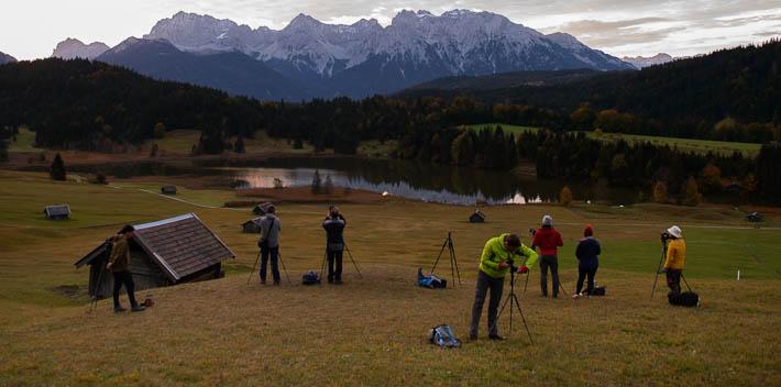 Sonnenaufgang am Geroldsee bei Garmisch-Partenkirchen mit vielen Fotografen