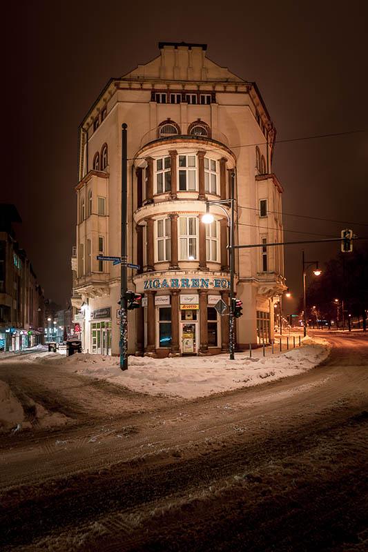Das Zigarreneck in Halle (Saal) bei Nacht im Schnee