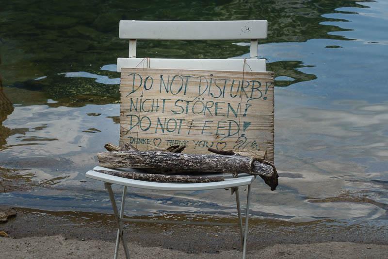 Hinweisschilder im Hallstatt: Bitte nicht stören