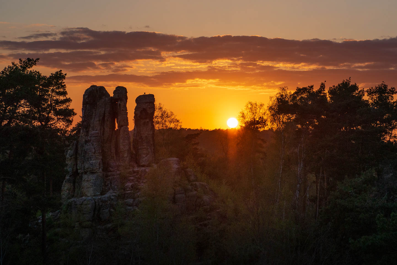 Silhouette beim Sonnenuntergang über dem Fünffingerfelsen
