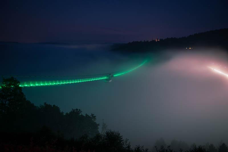 Die Rappbodetalsperre mit der Hängebrücke Titan RT bei Nacht