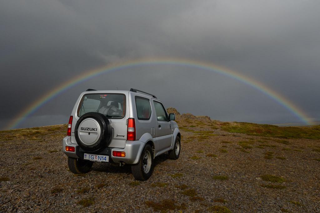 island - suzuki jimny - regenbogen