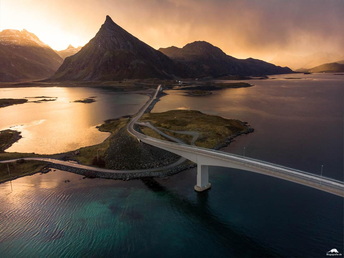 lofoten - Fredvang Brücken aus der Luft - Drohne