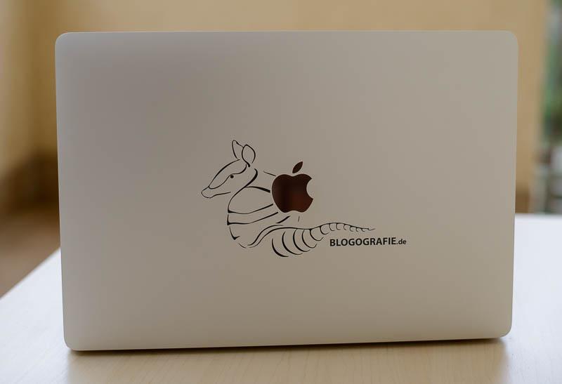 Gürteltier-Logo auf MacBook