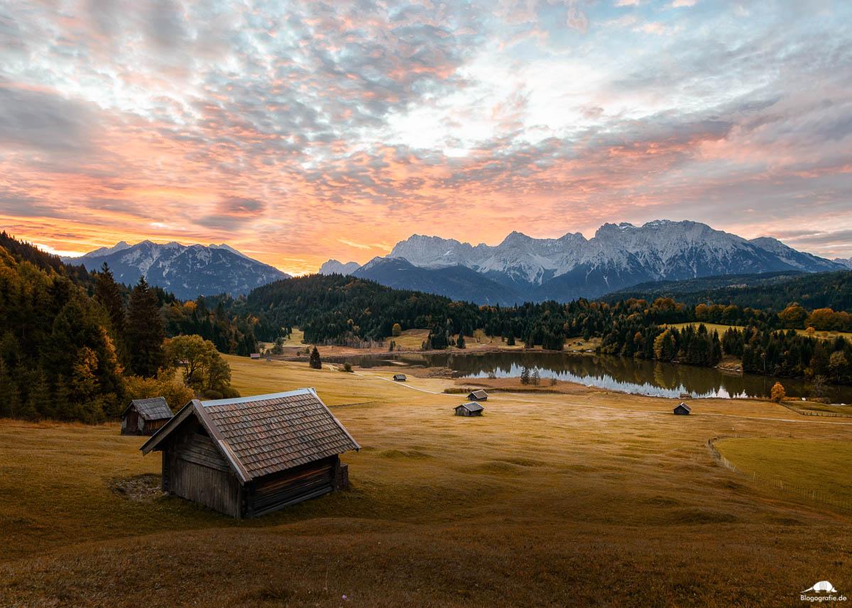 Sonnenaufgang am Geroldsee in der Gemeinde Krün im oberbayrischen Landkreis Garmisch-Partenkirchen.