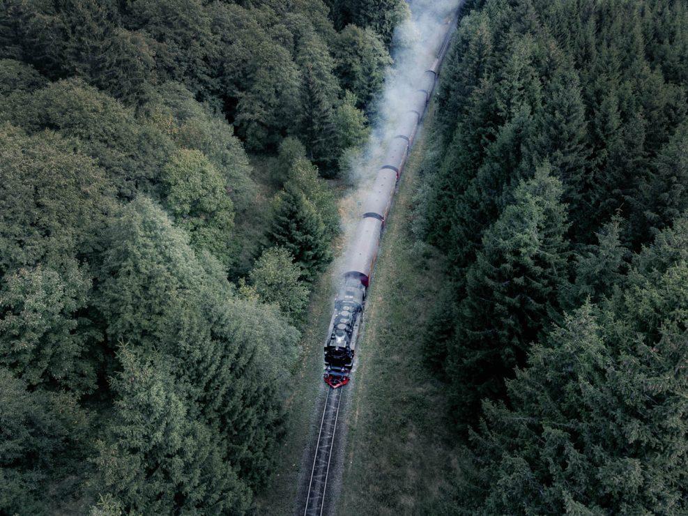 Die Brockenbahn aus der Luft aufgenommen