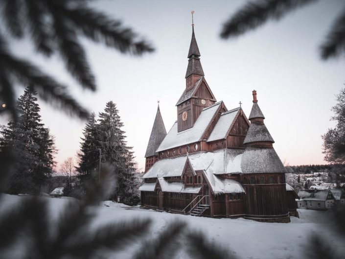 Stabkirche Hahnenklee im Schnee