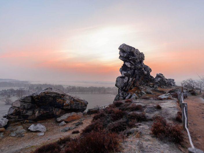 Die Teufelsmauer zum Sonnenaufgang in Weddersleben