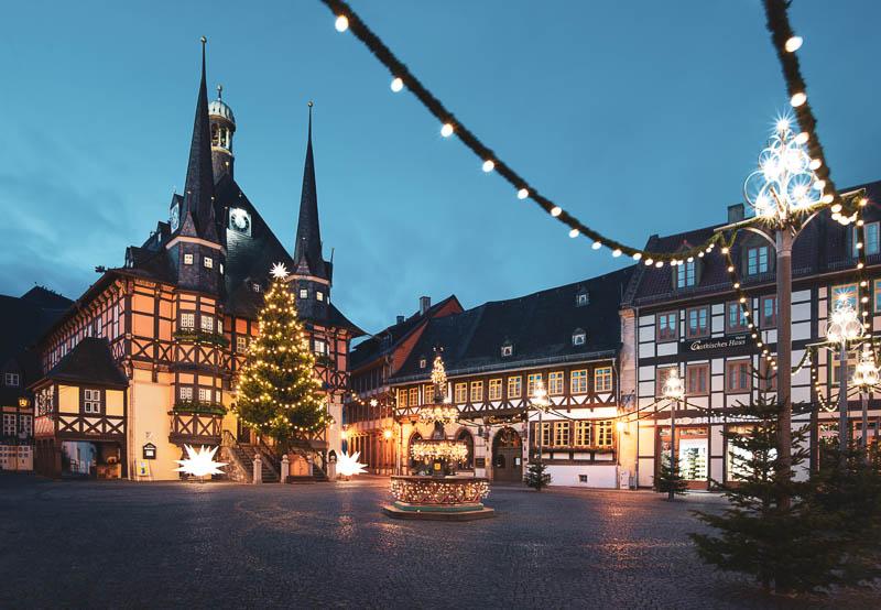 Rathaus Wernigerode zur Blauen Stunde an Weihnachten