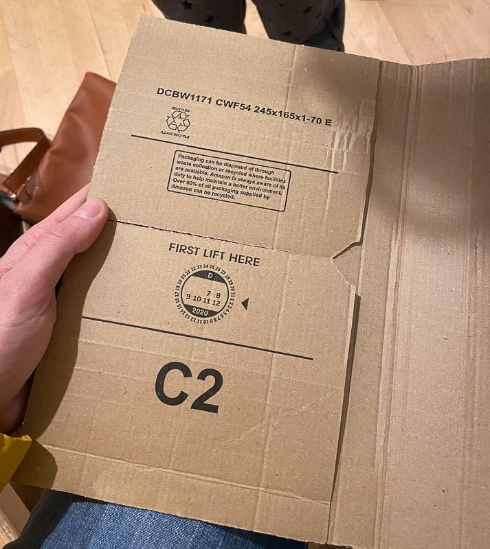 Leeres Amazon-Paket innen