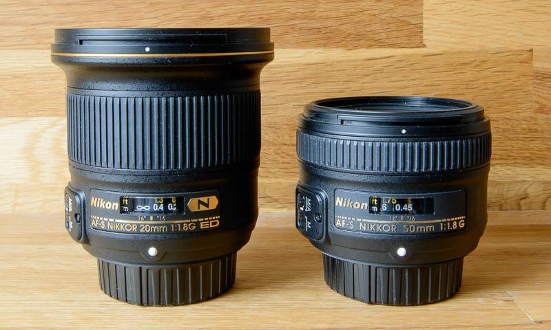 Größenvergleich zwischen Nikkor 20 mm und Nikkor 50 mm Objektiv