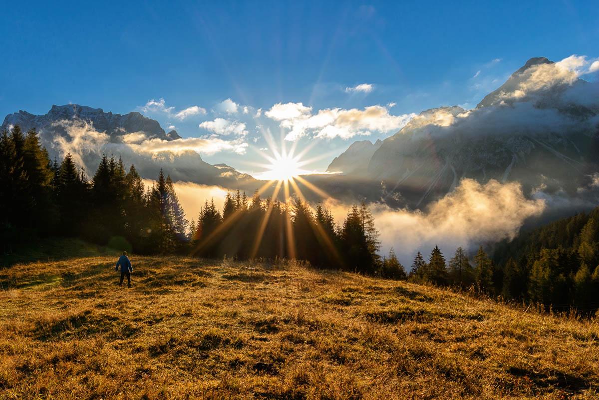 Sonnenaufgang auf der Brettlam in der Tiroler Zugspitz Arena