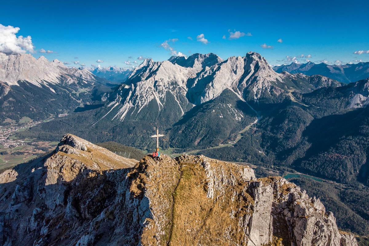 Gipfelfoto vom Grubigstein in der Tiroler Zugspitz Arena